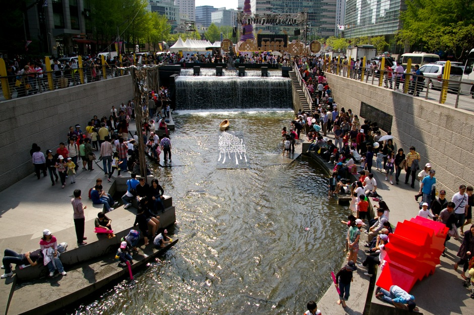 Crowds gather along the Cheonggyecheon during the Spring Lantern Festival